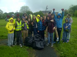 Village clean-up in May 2014 - Youth Club 4